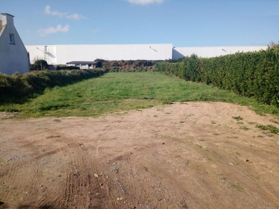 A Ploudalmezeau terrain de 611 m² à 51 390 €
