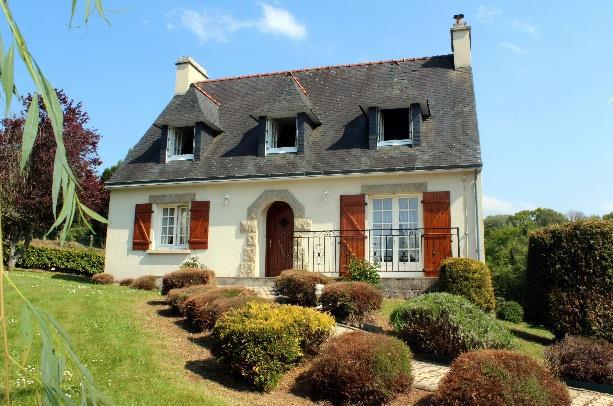 CHATEAULIN maison de 4 chambres à 192 000 €